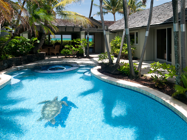 Kailua beachfront home - sheltered pool and lanai